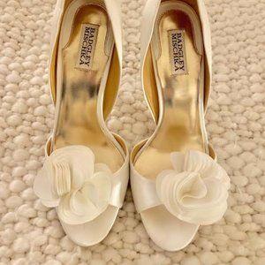 Badgley Mischka White Satin Randall Shoes Sz 10